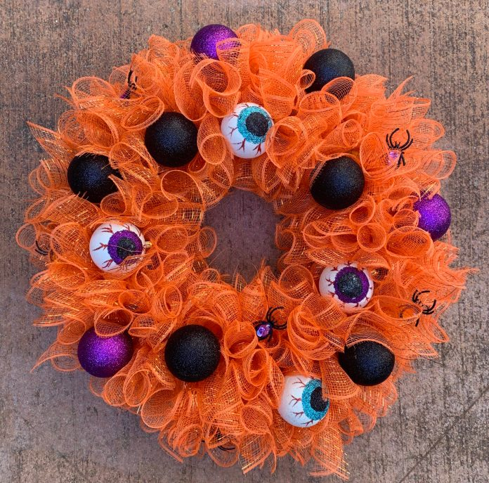 halloween wreath made with mesh and eyeballs