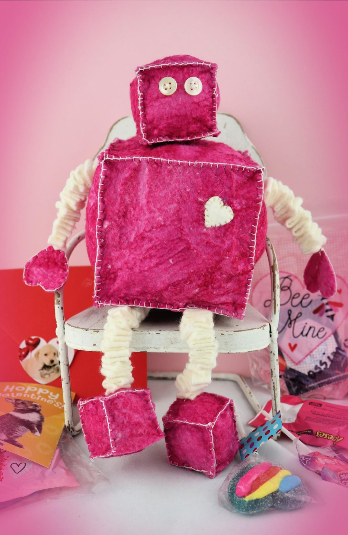 Make a felt robot for valentine