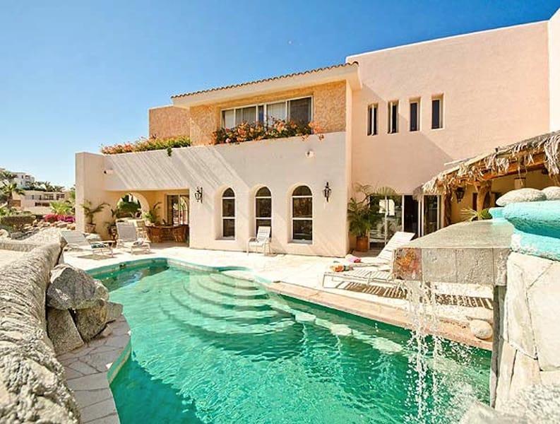 Villa de la Luz in Los Cabos sleeps up to 13 people in 5 bedrooms with 6 1/2 baths.