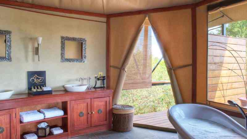 A luxury bathroom at Olare Mara Kempinski (Credit: Olare Mara Kempinski)