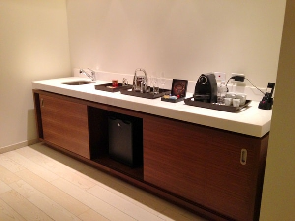 Wetbar with enclosed minibar
