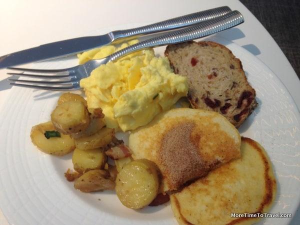 Scrambled eggs with lemon-ricotta pancakes