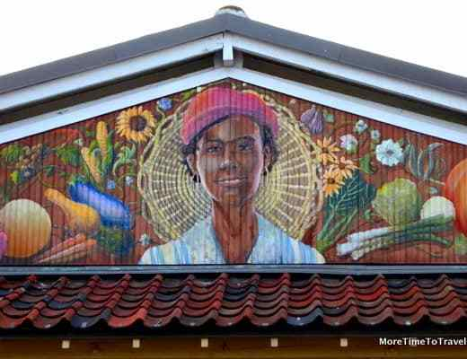 Iconic mural on Charleston City Market by artist David Boatwright