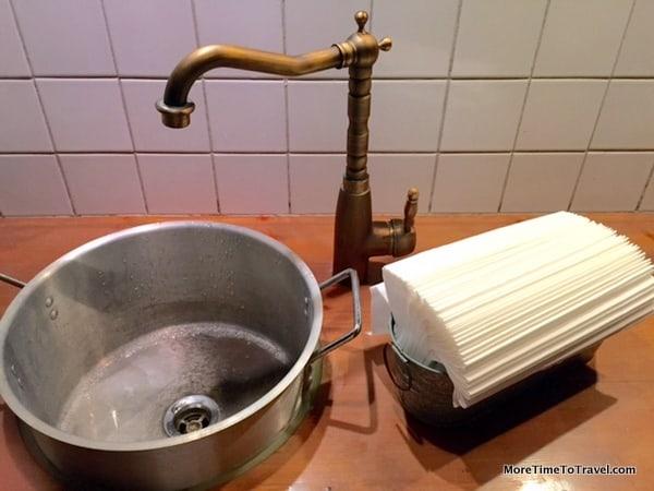 Pots as sinks