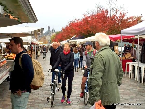 Sunday market shoppers