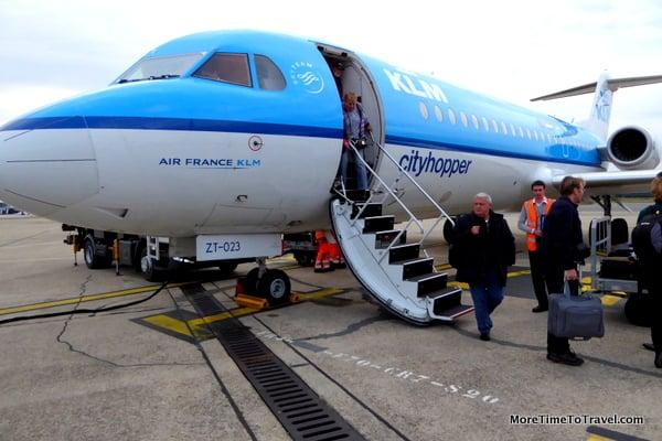 Passengers deplaning in Bordeaux