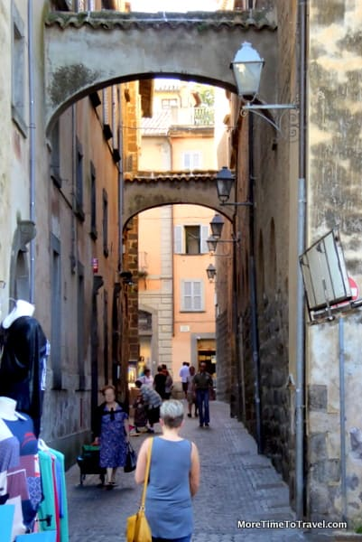 An alley off the Piazza del Popolo