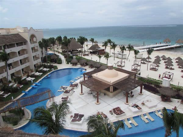 Excellence Riviera Cancun and its beach