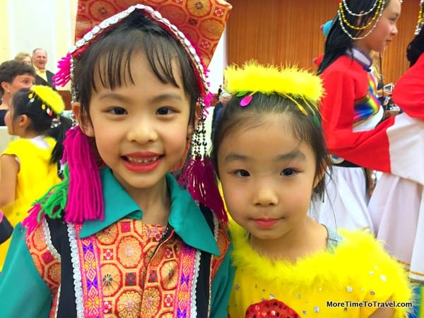 Cruise in China: Two young performers at the Great Hall of the People in Beijing