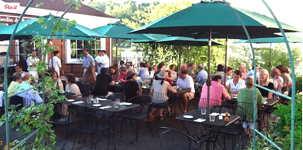 Bustling patio at Le Jardin du Roi in summer (screenshot)