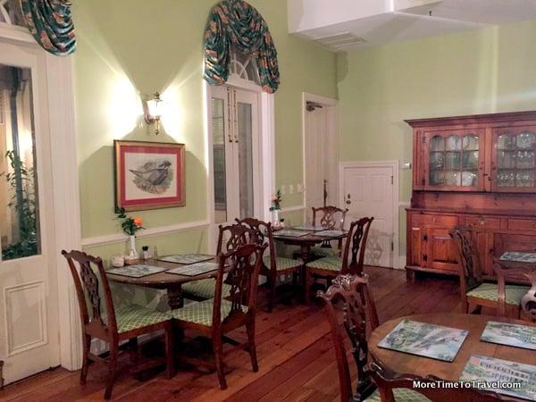 Breakfast room at Kings Courtyard Inn