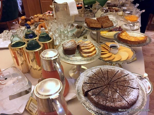 """A photographic """"slice"""" of the breakfast buffet"""