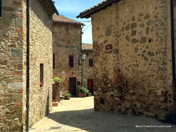 The incredible village of San Gusme in Tuscany