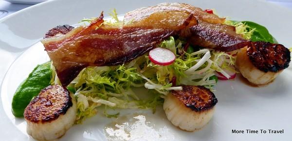 Capesante at Due Mari -Pan-seared scallops, English peas, house-cured bacon