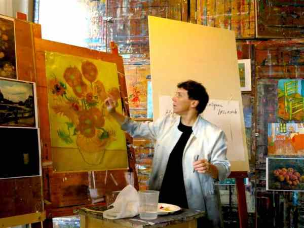 Active discovery: Instruction in Van Gogh