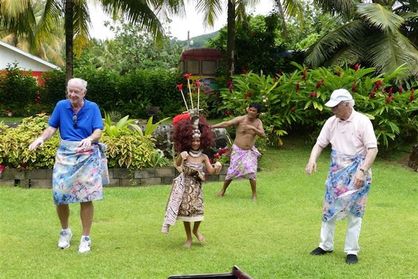 Guests learn Samoan dance moves