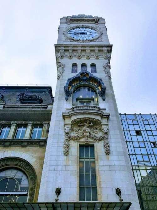 Clock atop Gare de Lyon, built in a similar style to that of Big Ben