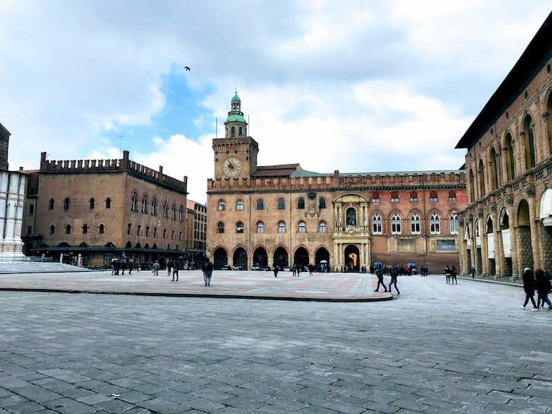 Bella Mossa: Piazza Maggiore