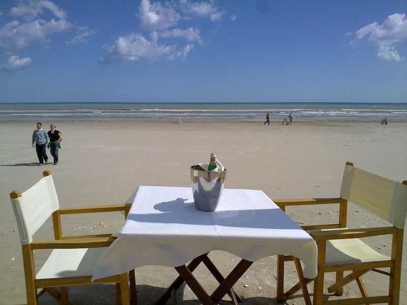 Enjoying alternatives to champagne at the beach at Cervia, Emilia Romagna, Italy (credit: Pixabay)