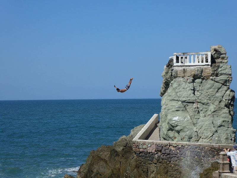A daring diver in Mazatlan