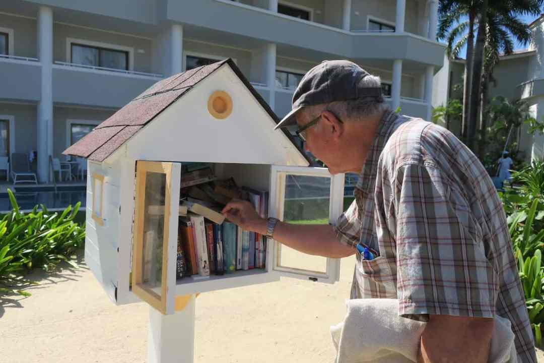 Bahia Principe Luxury Ambar: Charming hotel library