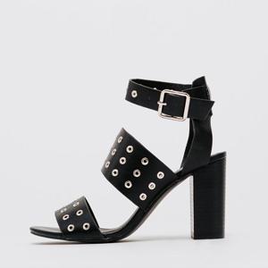 chaussure à talons noir oeillet