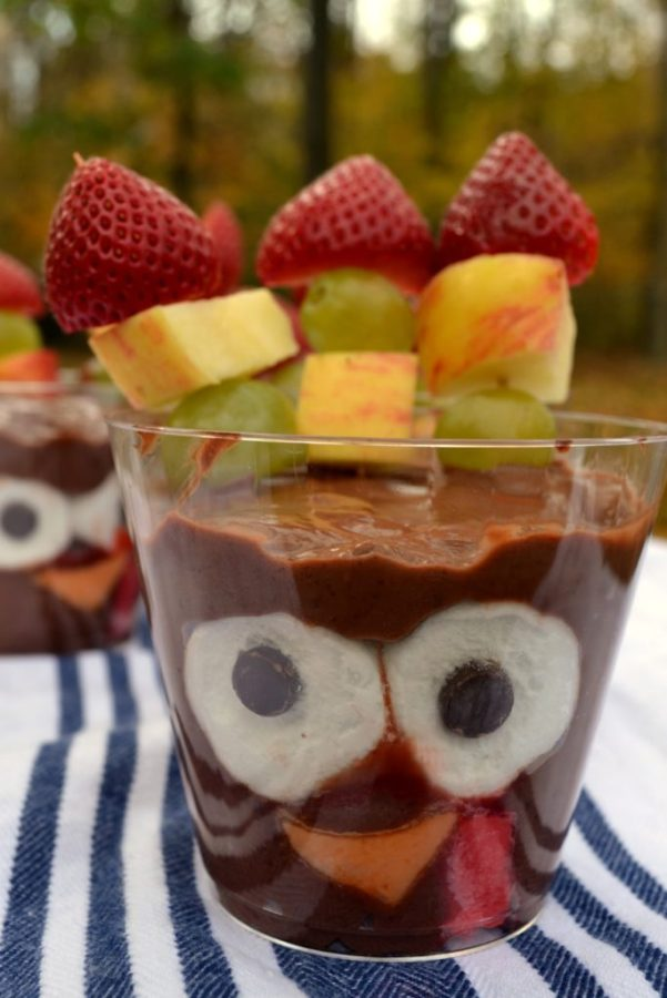 Turkey pudding cups are super simple but are so much fun to look at and eat. Make them for your next Turkey Day get together or just to celebrate the season!
