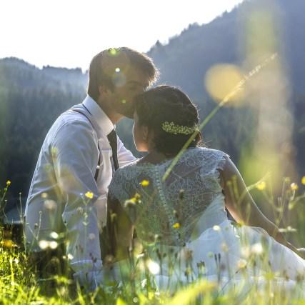 Romantische Hochzeitsfotos im Vintage-Stil in der Blaa-Alm | by mOnA – MORI Fotografie