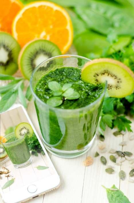 Batido saludable de moringa y kiwi