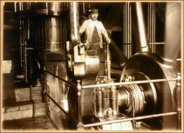 Mill Steam Engine and Mr Harry Gomersal engineer at T S Barron Ltd