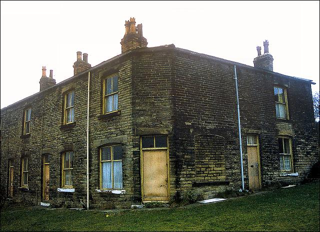 Block of houses near the bottom of Moorside Road, Drighlington