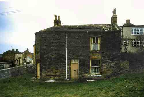 Block of houses at the bottom of Moorside Road