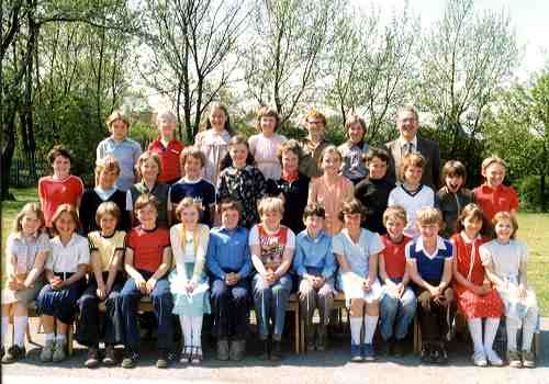 School children and teachers at Gildersome Junior School