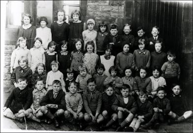 A Class Photograph at Gelderd Road School