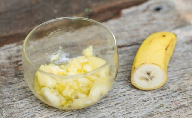 Control Split Ends With Bananas
