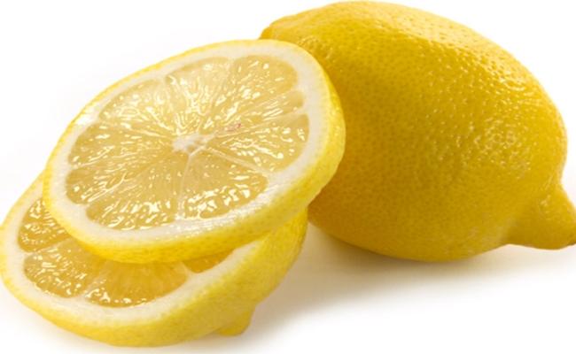Use A Slice Of Fresh Lemon