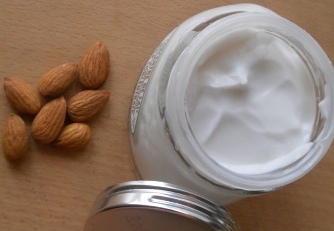 Almond Oil And Milk Cream Mask