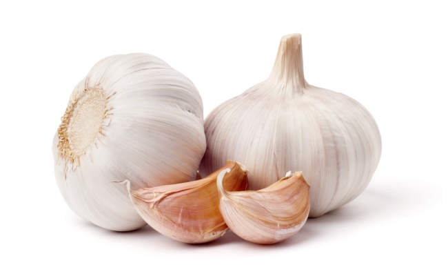 Garlic1 - Top 15 Amazing Natural Remedies Present In Your Kitchen