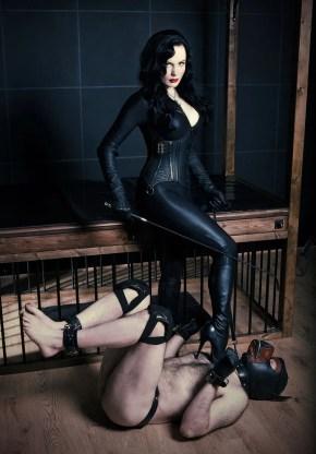 Puppy training, London Dominatrix, London Mistress