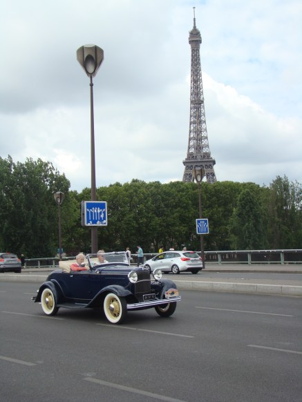 La Tour Eiffel en toile de fond