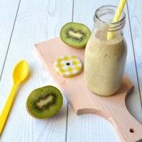 Smoothie al kiwi, cocco e banana