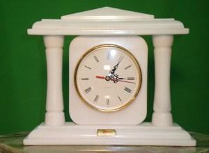 Reloj de mármol. Reloj de Columnas