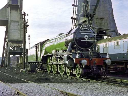 Flying Scotsman at Carnforth in 1982 with original single chimney and without the current German-style smoke deflectors. DAVID INGHAM/CREATIVE COMMONS