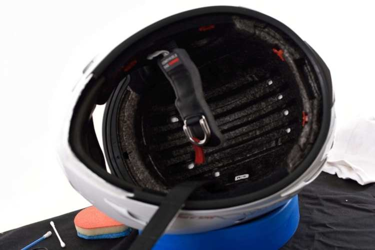 064_Lids_inside helmet