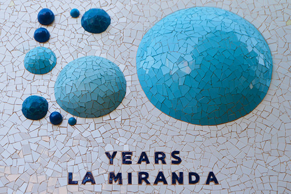 Hot air balloons mural,10m x 2'10m, top wall, 50th logo detail, La Miranda School, Barcelona, 2017.