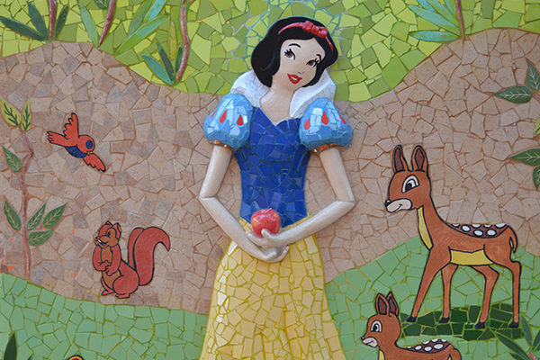 Snow White and the seven dwarfs mural, 7m x 2'50m, ceramics detail, La Miranda School, Barcelona, 2015.