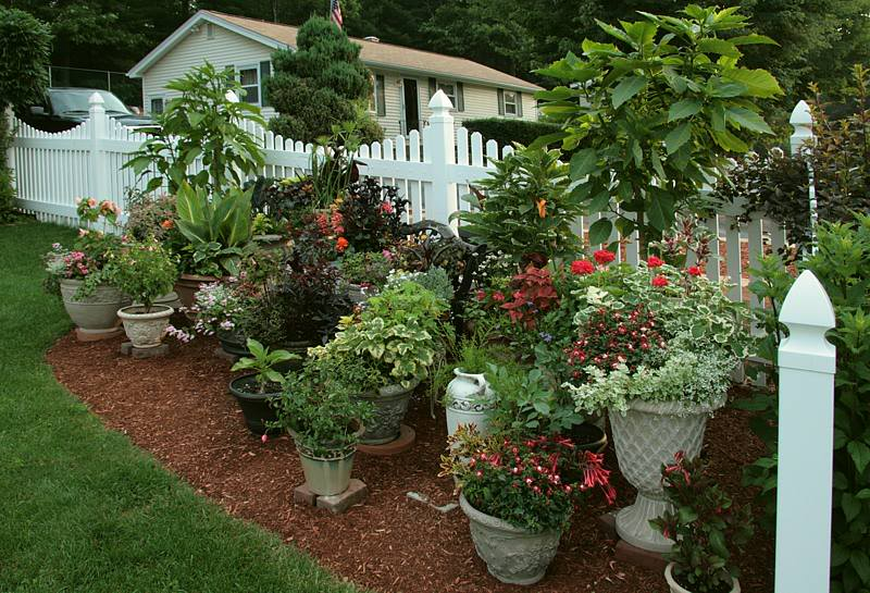 Flower Beds Mulch And Flower Pots
