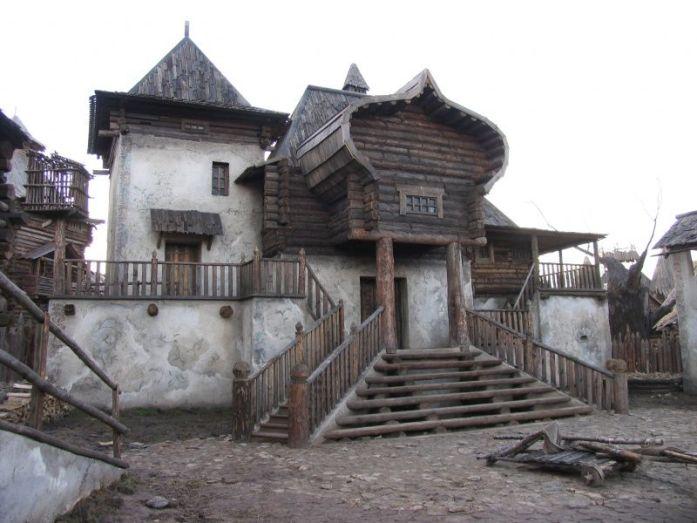 Casa en un poblado medieval (Galigrad) para la película Wolfhound - Copyright Mosfilm