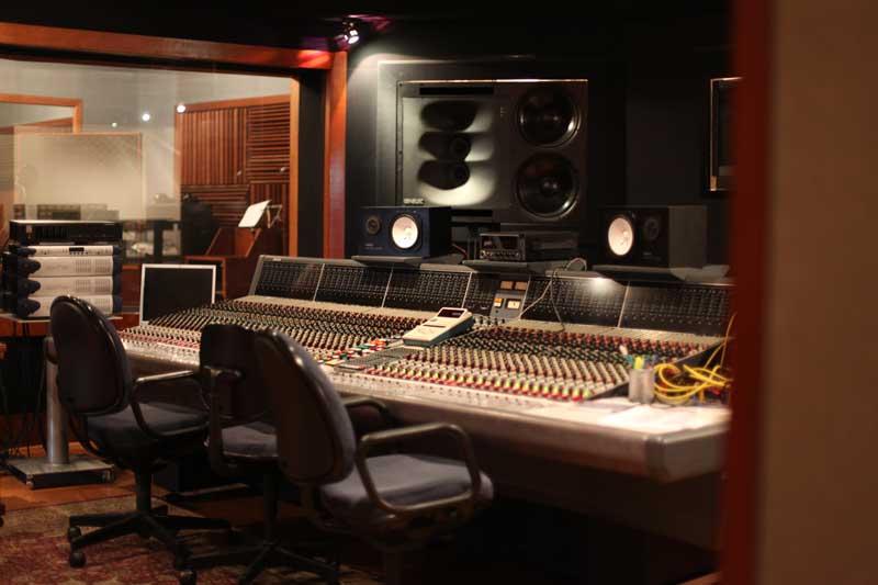 mosh studios control room sala vip