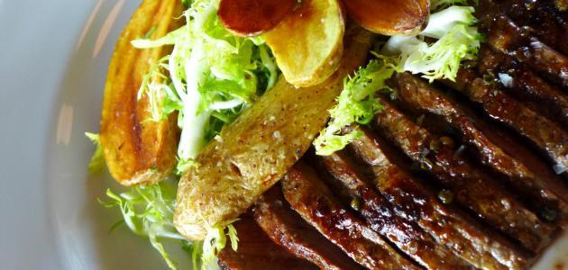 شرائح اللحمة مع البطاطا